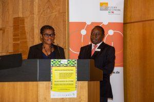 """Kooperation in 2019 Haus Afrika – Elternnetzwerk NRW.  Projekt """"Dialog Afrika"""""""
